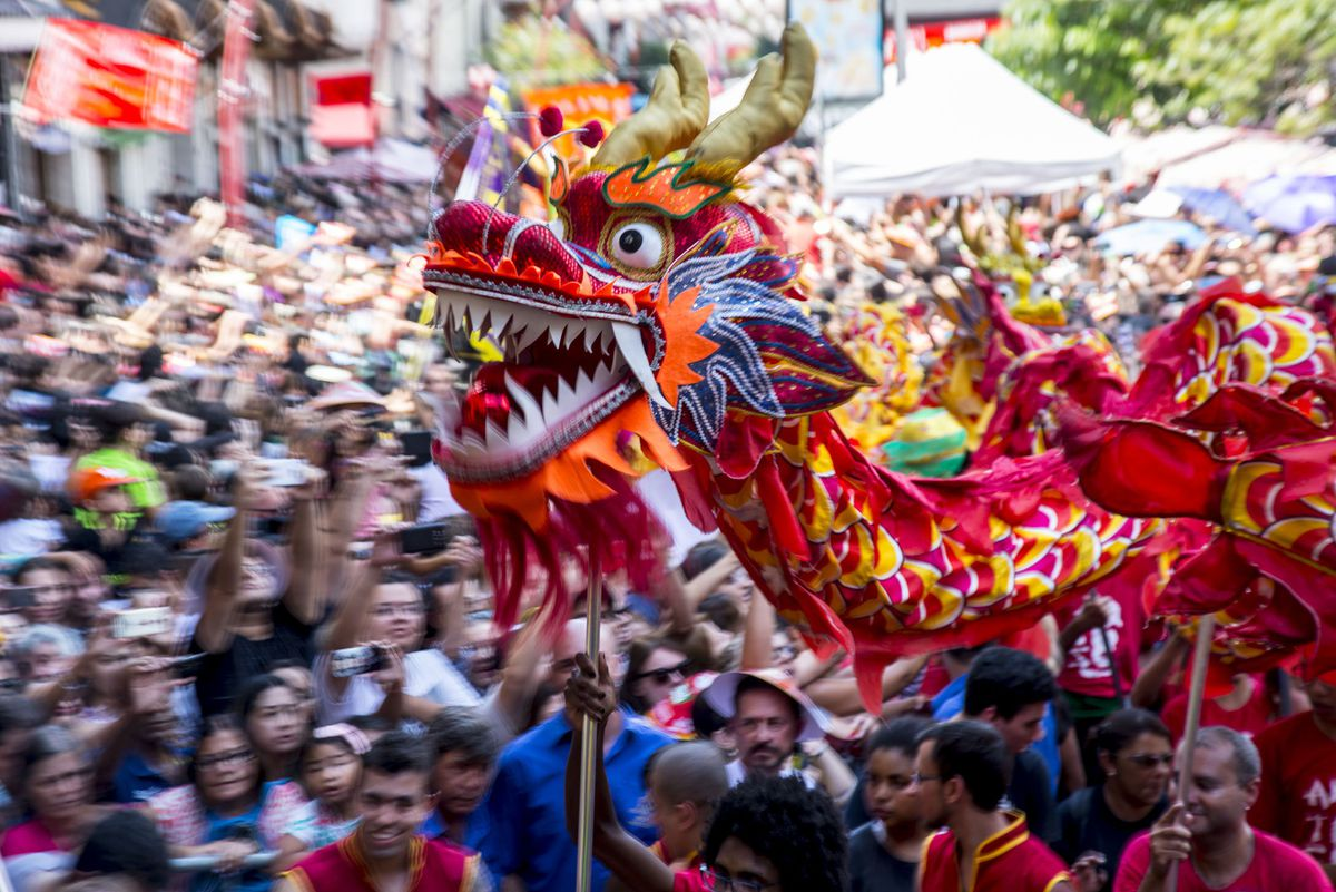how malaysians celebrate chinese new year How malaysians celebrate chinese new year  new year's eve celebration marking the last day of the year , new year's eve is one of the largest celebrations around the world it is a holiday to welcome a brand new year with your friends and families, a time to distress and unwind your mind.